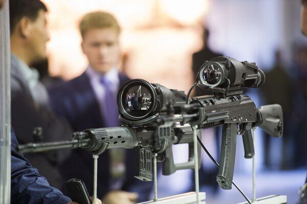 Nowoczesne celowniki do broni na Międzynarodowych Targach Wojskowych Russia Arms Expo - Sputnik Polska