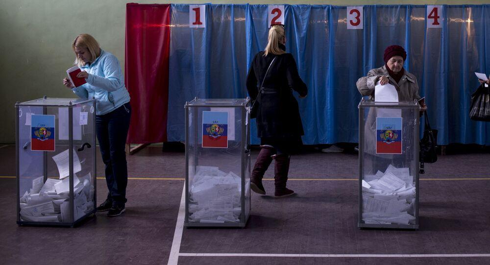 Mieszkańcy Ługańska głosują na wyborach szefa Ługańskiej Republiki Ludowej