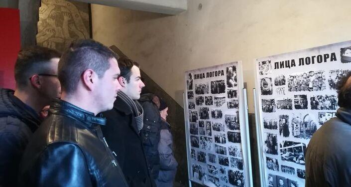Wystawa Twarze łagru na terenie byłego obozu koncentracyjnego Crveni Krst w Niszu