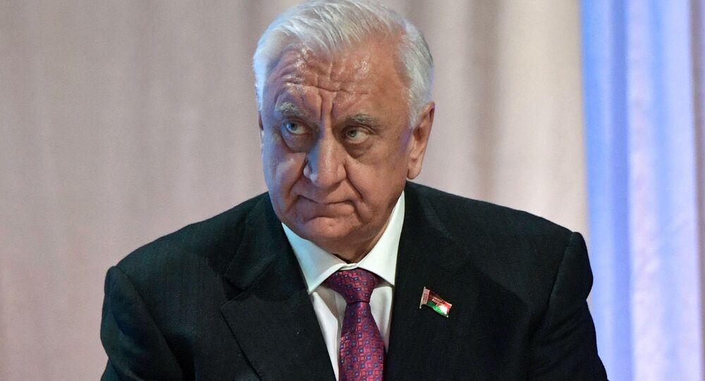 Przewodniczący wyższej izby białoruskiego parlamentu (Rady Republiki) Michaił Miasnikowicz
