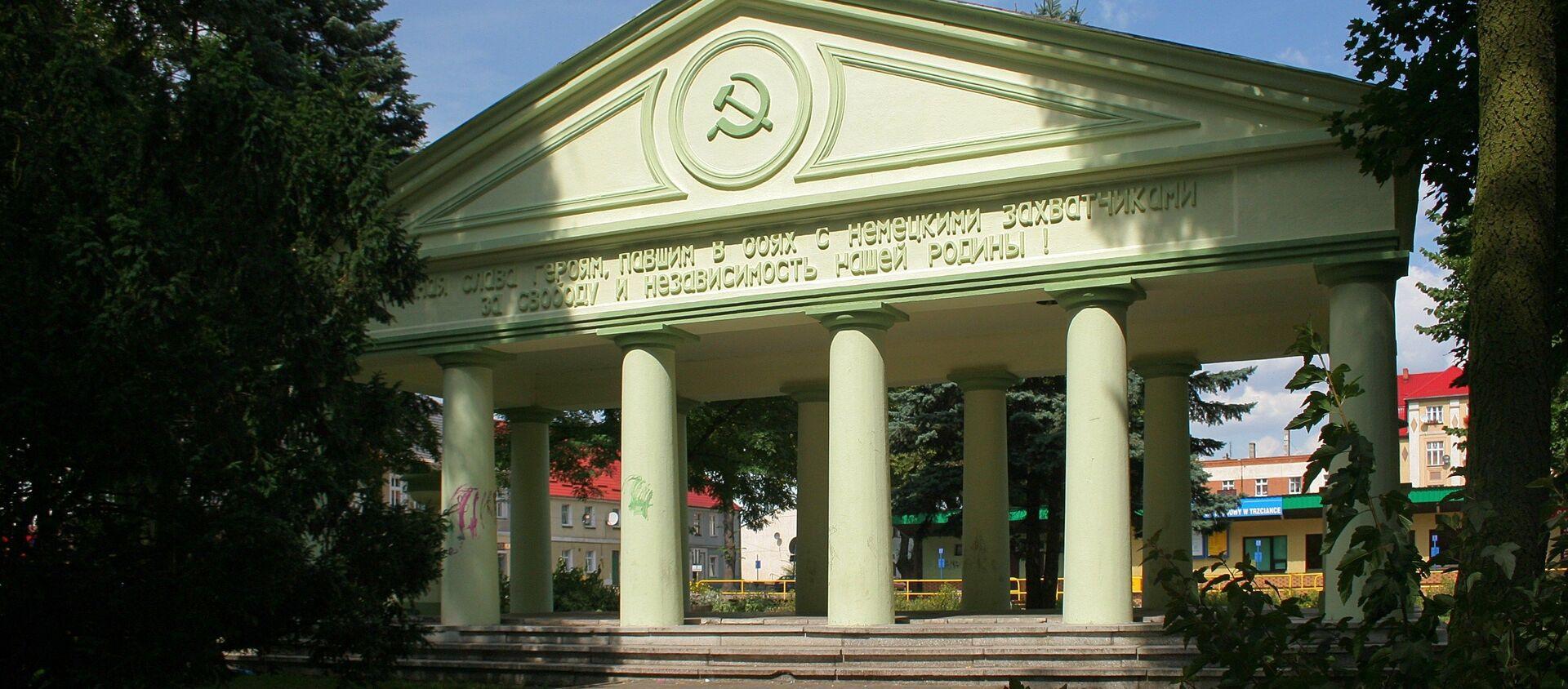 Mauzoleum radzieckich czołgistów w Trzciance zburzone w 2017 roku - Sputnik Polska, 1920, 16.04.2021