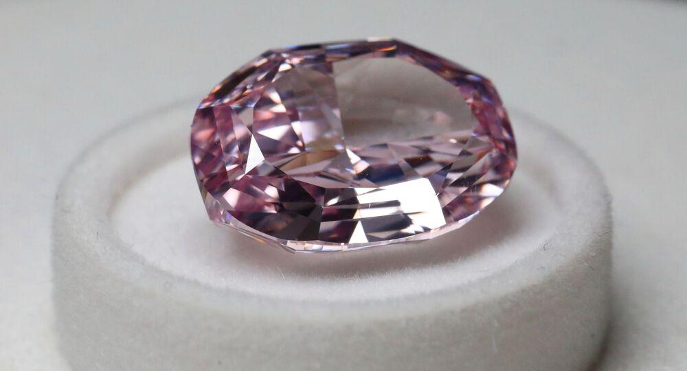 Różowy diament na pokazie firmy Alrosa