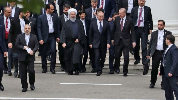 Prezydent Islamskiej Republiki Iranu Hasan Rouhani, prezydent Rosji Władimir Putin i prezydent Turcji Recep Tayyip Erdogan w Soczi - Sputnik Polska