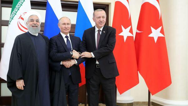 Prezydenci Iranu, Rosji i Turcji Hasan Rouhani, Władimir Putin i Tayyip Erdogan - Sputnik Polska