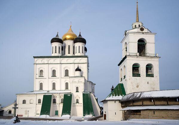 Sobór św. Trójcy z dzwonnicą na terenie Centrum Historyczno-Architektonicznego Pskowskiego Kroma - Sputnik Polska