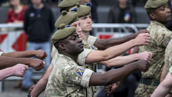 Żołnierze NATO podczas parady w Kijowie - Sputnik Polska