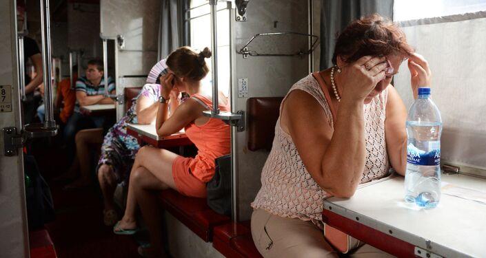 Pasażerowie w wagonie bezprzedziałowym