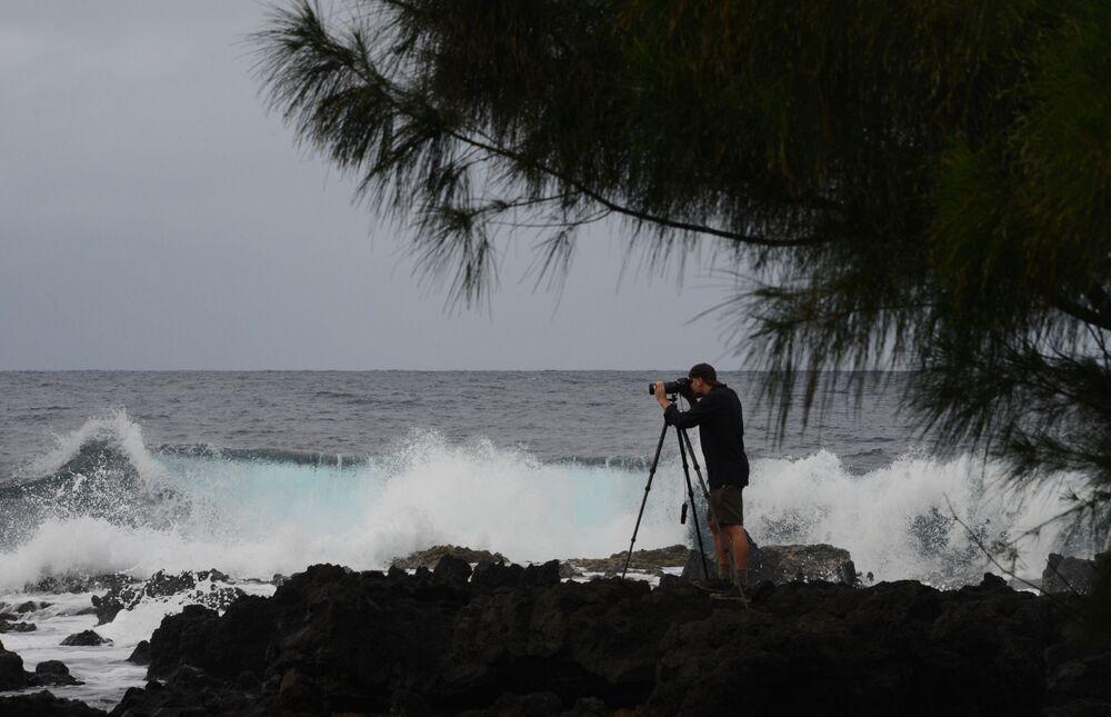 Fotograf na wyspie Maui, w archipelagu Hawajów