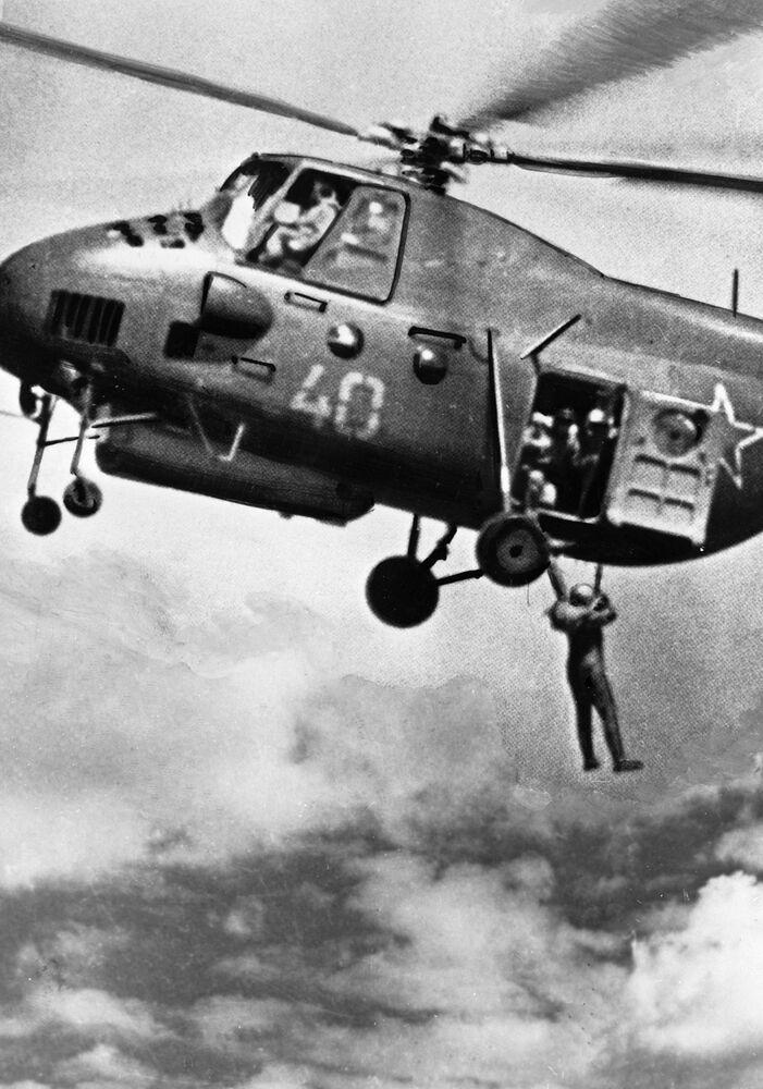 Skoki ze spadochronem, 1936 r.