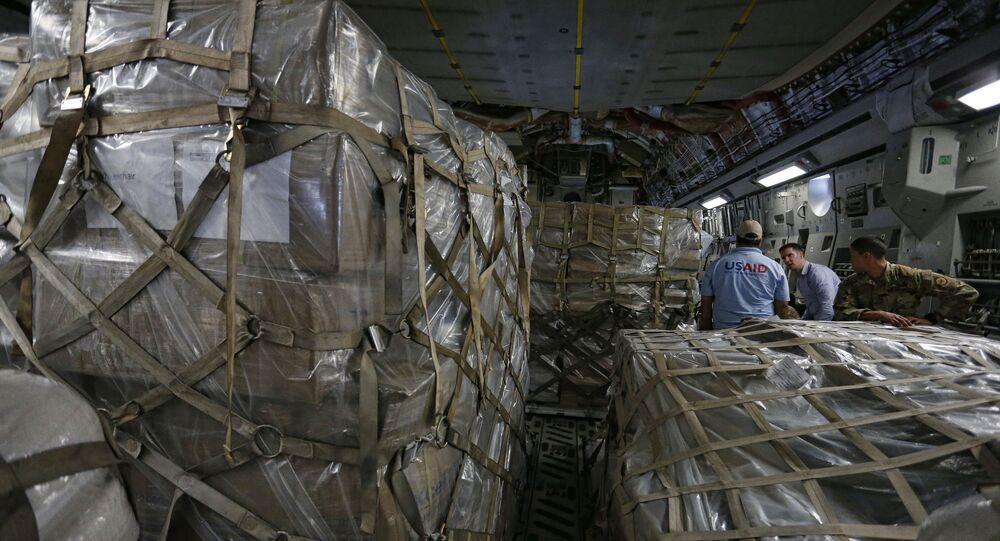 Amerykański samolot C-17 z pomocą humanitarną dla Wenezuelczyków na bazie lotniczej na Florydzie.