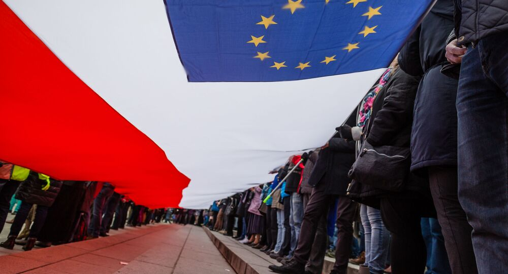 Flaga Polski i Unii Europejskiej w Warszawie