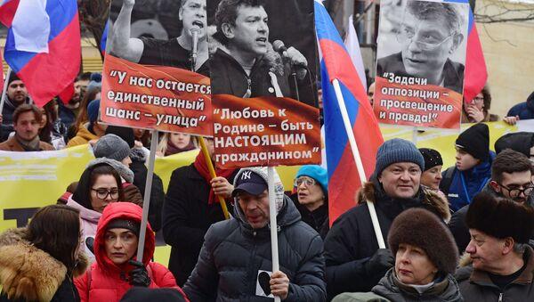 Marsz upamiętniający Borysa Niemcowa w Moskwie. - Sputnik Polska