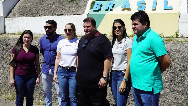 Comitiva de deputados da Assembleia Legislativa do Estado de Roraima em Pacaraima durante tentativa de entrega de ajuda humanitária à Venezuela - Sputnik Polska