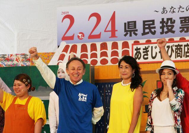 Geubernator prefektury Okinawa Denny Tamaki po zakończeniu referendum przeciwko budowie nowego lotniska dla amerykańskich wojsk