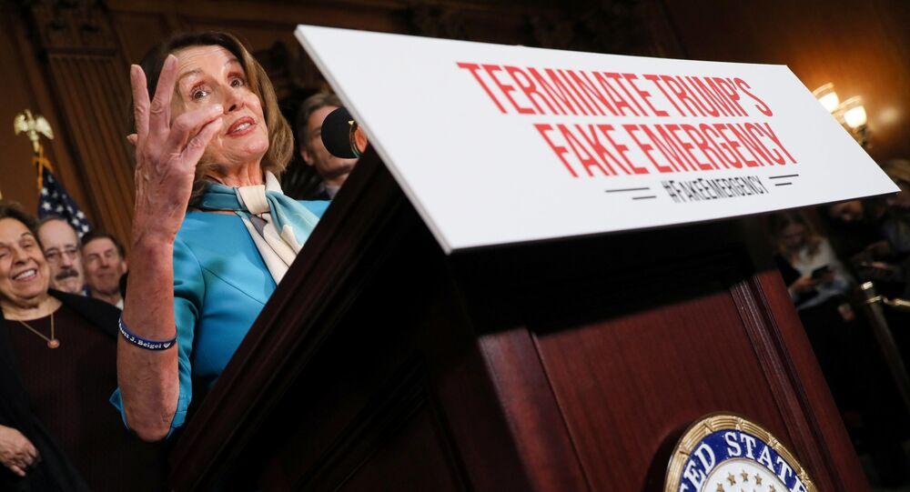 Członek Izby Reprezentantów Nancy Pelosi na konferencji prasowej