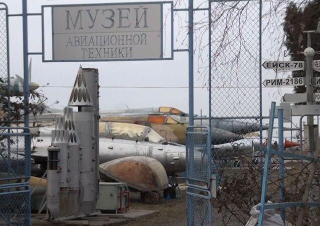 Byli piloci uratowali MIGi od zniszczenia i otworzyli muzeum