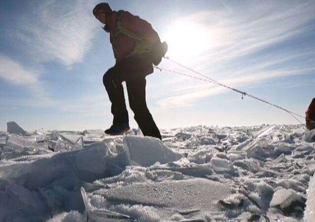 700 km w pojedynkę po zamarzniętym Bajkale