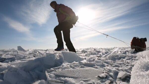 700 km w pojedynkę po zamarzniętym Bajkale - Sputnik Polska