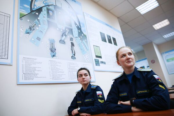 Szkolenie kursantek w Krasnodarskiej Wyższej Wojskowej Lotniczej Szkole Pilotów - Sputnik Polska
