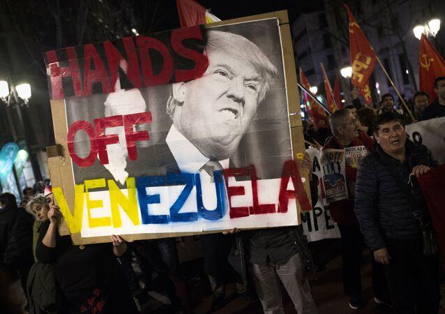 Uczestnicy akcji poparcia dla Maduro