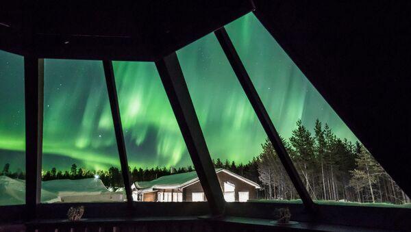 Zorza polarna w Rovaniemi, Finlandia - Sputnik Polska