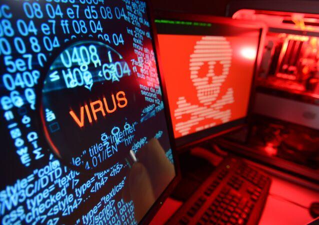 "Napis ""wirus"" na ekranie komputera"