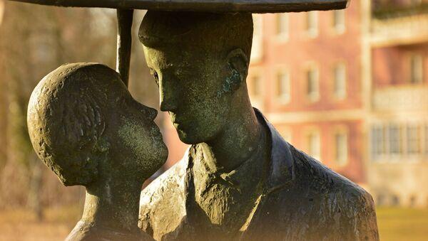 Zakochani, rzeźba - Sputnik Polska