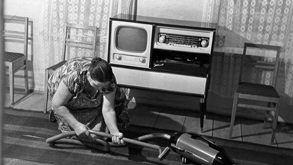 Sprzątanie w pokoju, ZSRR, lata 60. - Sputnik Polska