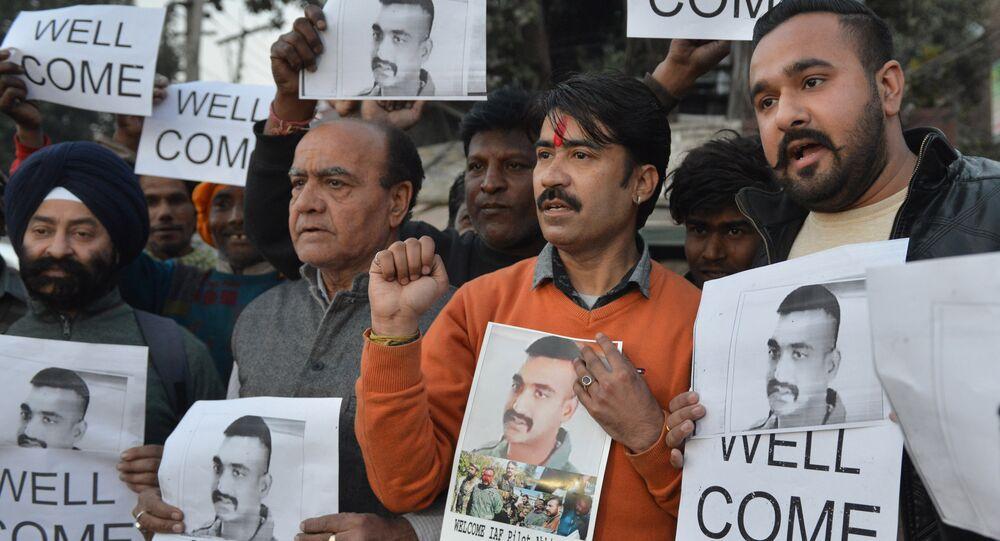 Zestrzelony pilot podarował Indyjczykom patriotyczne wąsy